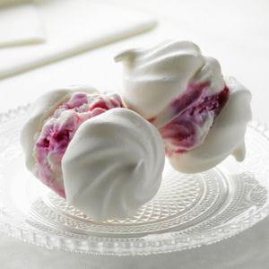 meringues à la crème glacée aux myrtilles