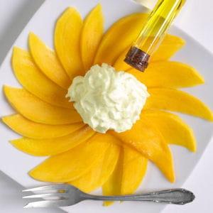 carpaccio de mangue et émulsion d'huile d'olive à la vanille