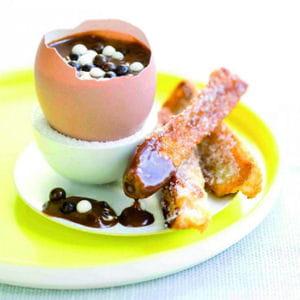 oeufs au chocolat coulant et mouillettes de pain perdu
