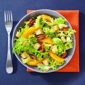 salade de frisée, orange, fromage et pécan