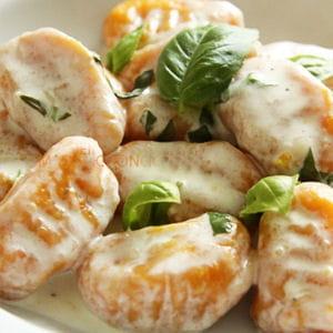 gnocchi aux carottes, sauce parmesan