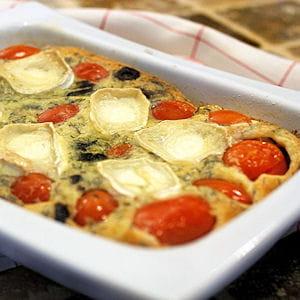 clafoutis aux tomates cerises, olives noires et chèvre