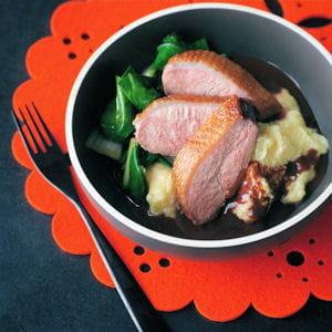 canard poêlé à la polenta, sauce chocolat-orange