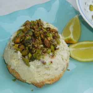 terrine de poisson aux pistaches et sauce aux herbes