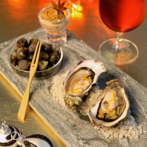 huîtres en écume de bière, gingembre et zestes d'orange, bigorneaux à la