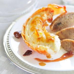 langouste rôtie en carapace au beurre d'orange, marrons laqués à la confiture de