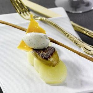 poêlée de foie gras de canard, pommes de terre, mimolette vieille et crème aux