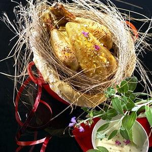 chapon pleine saveur en cocotte lutté au foin et épi de maïs en papillote au
