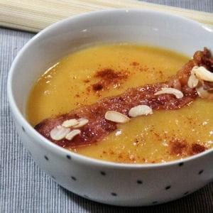 soupe d'hiver et ses chips de lard aux amandes