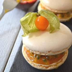 macarons mangue & passion, façon pavlova