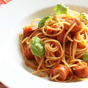 spaghetti aux saucisses et à la sauce marinara