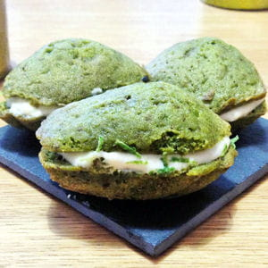 madeleines au matcha et à la crème au yuzu
