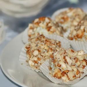 truffes aux raisins, roquefort et noisettes