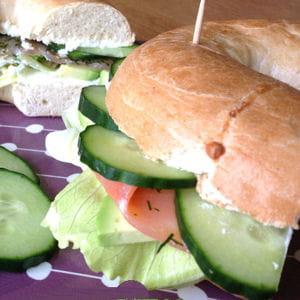 bagel saumon aneth citron & légumes