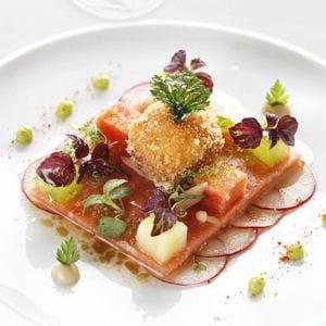 marinade de saumon à l'anis sur son caviar pêcheur au concombre