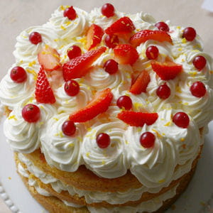 layer cake orange, chantilly mascarpone citron, gelée de groseilles, fraises