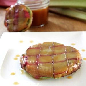 tarte tatin à la rhubarbe (pâte à la pistache)