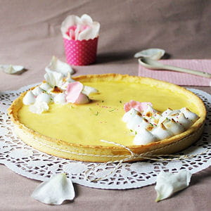 tarte au citron meringuée à la rose