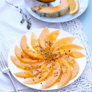 carpaccio de melon sauce agrumes et cacahuètes