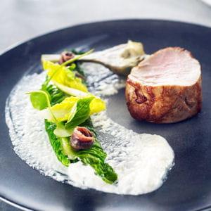 filet mignon de veau, feuille de romaine farcie à la faisselle, anchois et