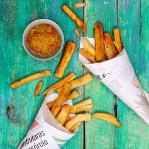 frites brésiliennes de manioc, sauce aigre douce