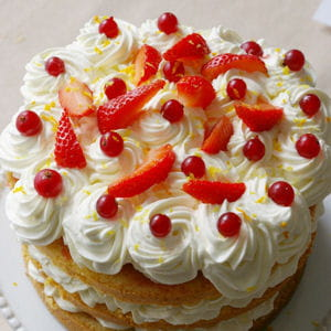 layer cake orange, chantilly, gelée de groseilles, fraises