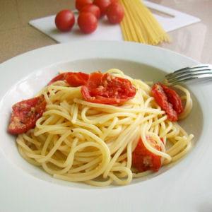 spaghetti aux tomates cerise au four 50 recettes avec des tomates cerise journal des femmes. Black Bedroom Furniture Sets. Home Design Ideas