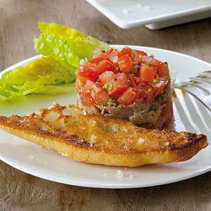 tartare de tomates et thon, mouillettes au gros sel la baleine