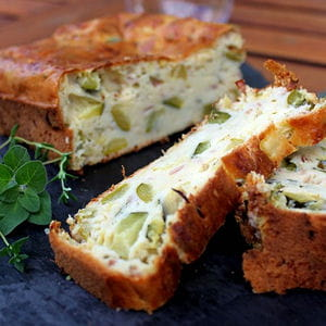 cake aux courgettes et herbes du jardin