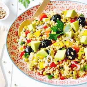 taboulé aux petits pois, poivrons, tomates, olives noires et avocat