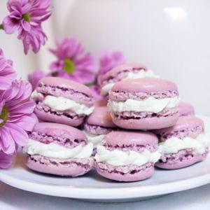 mini macarons pistache et framboises