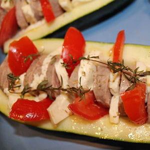 tomate, mozzarella, andouillette dans une courgette