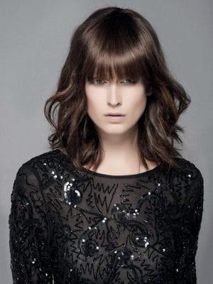 Coupe mi longue avec frange droite les coiffures tendance de l 39 ann e journal des femmes - Coupe avec frange droite ...
