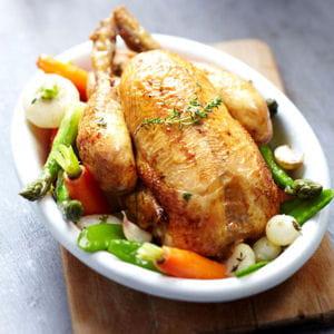 poulet rôti, fraîcheur de légumes nouveaux
