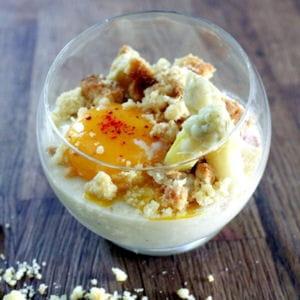 panna cotta d'asperges, crumble au parmesan et oeuf mollet