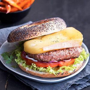 burger suisse au raclette du valais aoc et ses frites de patates douces