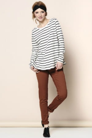 pantalon droit marron des petits hauts les pantalons trendy de l 39 automne journal des femmes. Black Bedroom Furniture Sets. Home Design Ideas