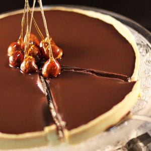 tarte au chocolat et son décor au caramel
