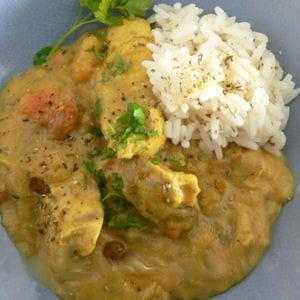 curry de poulet, mangue, bananes