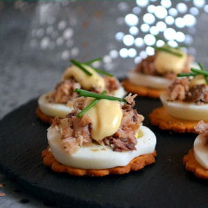 petits toasts aux oeufs et sardines citronnées