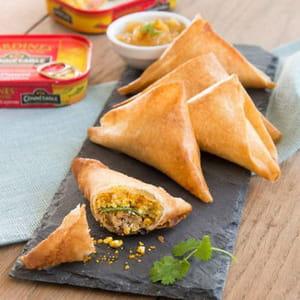 samossas aux sardines à l'ancienne au piment de cayenne, à la feta et au curry