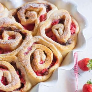 brioches roulées aux fraises et au chocolat