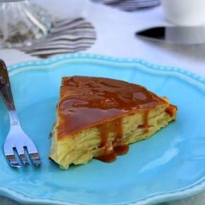 gâteau invisible aux pommes et coulis de carambar
