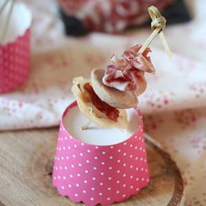 brochettes apéritives foie gras, croustillant de chutney de mangue