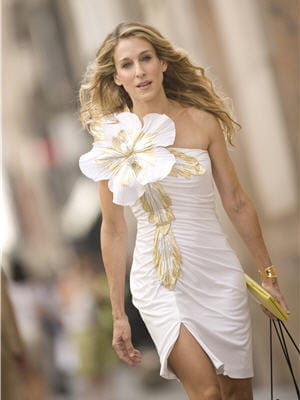 sarah jessica parker resplendissante en blanc dans le film sex and the city.