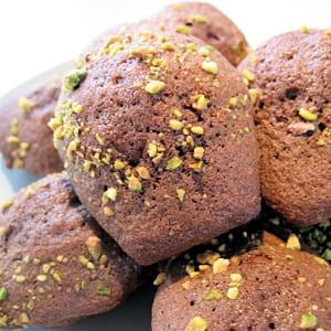 madeleines au chocolat et aux éclats de pistache