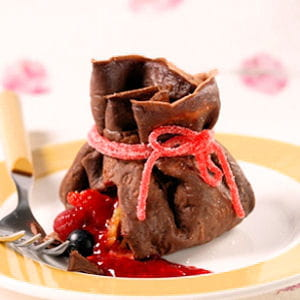 aumônières de crêpes au chocolat, trésor de fruits