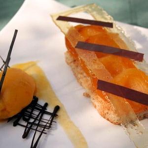 abricots poêlés, chrysalide caramel-chocolat