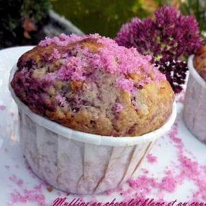 muffins roses au chocolat blanc et aux framboises