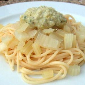 spaghetti au pesto et au céleri